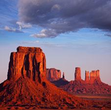 R66 & Parcs Nationaux Tours - Bluff, UT > Monument Valley > Navajo Nat'l > Page, AZ